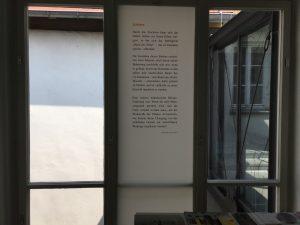 Fensterseite: Foliengalerie, Text, Foto: KUNST KLOSTER