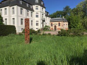Schloß Türnich mit Kapelle und Stele